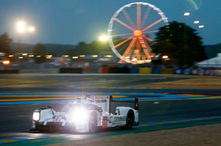 porsche-919-hybrid-at-2015-24-hours-of-le-mans-on-track