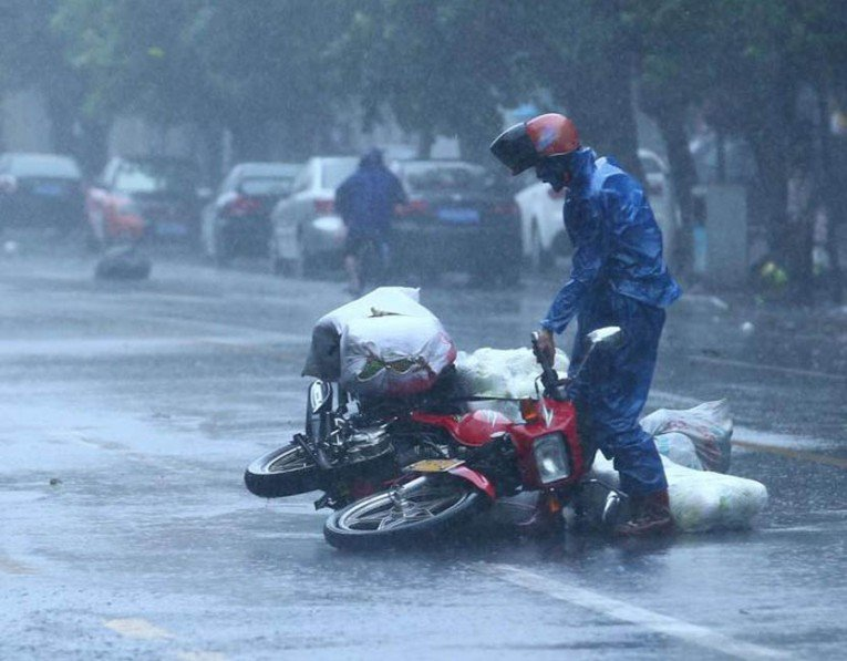 How-to-Ride-Your-Motorcycle-in-the-Rain