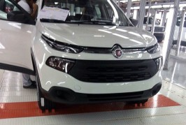 Leaked-–-Fiat-Toro-on-the-assembly-line-1