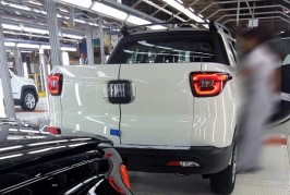 Leaked-–-Fiat-Toro-on-the-assembly-line-2