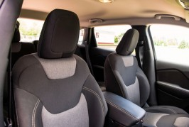 2014-jeep-cherokee-front-interior-seats