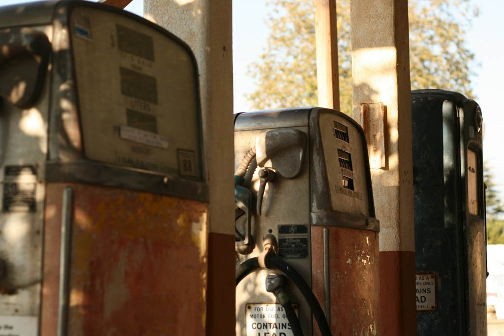 US gas prices dipping