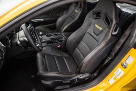 2016-Ford-Mustang-GT-front-interior-seats