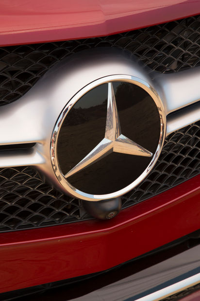 2016-Mercedes-AMG-GLE63-S-Coupe-4Matic-front-badge