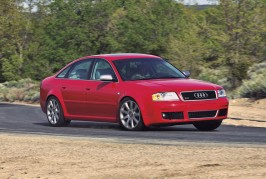 2003-Audi-RS-6-front-three-quarter-in-motion