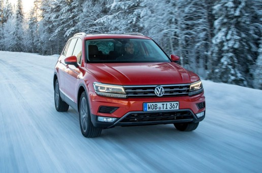 2017-Volkswagen-Tiguan-20-TSI-Euro-Spec-front-end-in-motion-03-