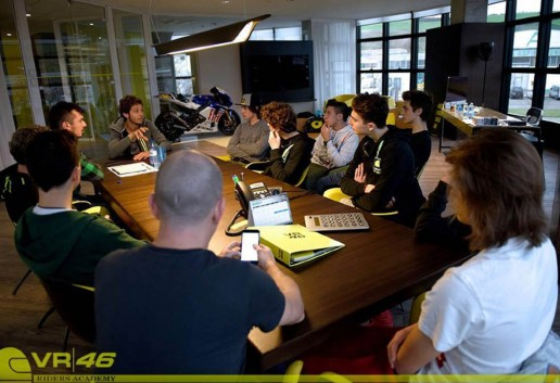 6-Valentino-Rossi-in-meeting