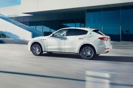Maserati-Levante-side-profile-in-motion