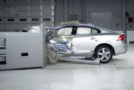 2012-Volvo-S60-in-IIHS-testing