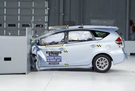 2015-Toyota-Prius-V-IIHS-Crash-Test-results