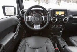 2016-Jeep-Wrangler-Unlimited-Rubicon-Hard-Rock-cockpit