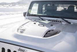 2016-Jeep-Wrangler-Unlimited-Rubicon-Hard-Rock-front-hood