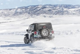 2016-Jeep-Wrangler-Unlimited-Rubicon-Hard-Rock-rear-end-in-motion