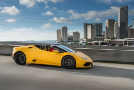 2016-Lamborghini-Huracan-Spyder-front-three-quarters-in-motion-05