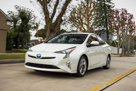 2016-Toyota-Prius-Four-Touring-front-three-quarter-in-motion-02