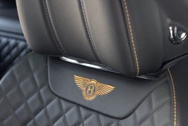 2017 Bentley Bentayga cockpit