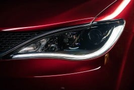 2017-Chrysler-Pacifica-Limited-headlamp
