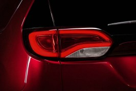 2017-Chrysler-Pacifica-Limited-taillight