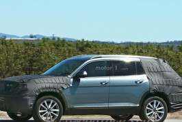 vw-three-row-suv-spy-photo 02