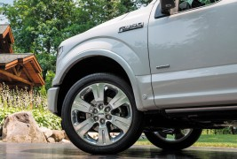 2016-Ford-F-150-Limited-front-wheels