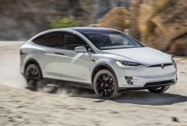 2016-Tesla-Model-X-P90D-front-three-quarter-in-motion-turn
