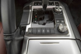 2016-Toyota-Land-Cruiser-center-console-controls