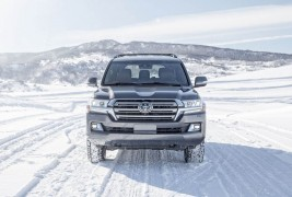2016-Toyota-Land-Cruiser-front-end
