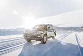 2016-Toyota-Land-Cruiser-front-three-quarter-in-motion-03