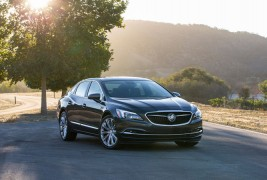 2017-Buick-LaCrosse-front-three-quarter