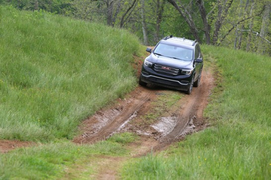 2017-GMC-Acadia-front-end-off-road-02