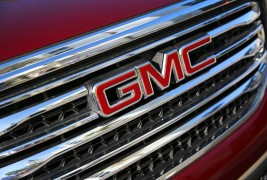 2017-GMC-Acadia-grille-01