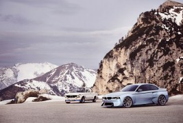 BMW-2002-Hommage-and-original-mountain