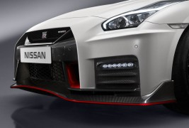 nissan-gtr-nismo-2017-launched-12
