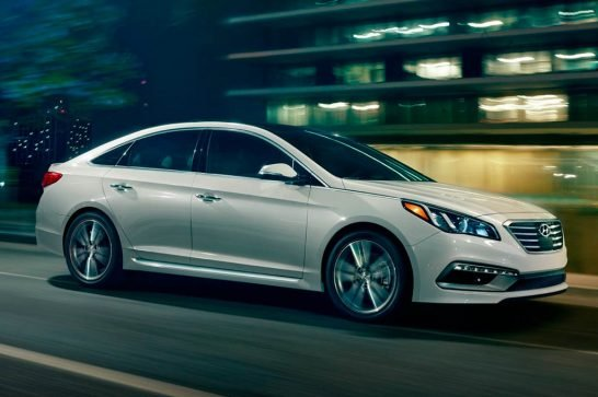 2016-Hyundai-Sonata-20T-front-three-quarter-in-motion