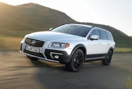2016-Volvo-XC70-Front-Angle