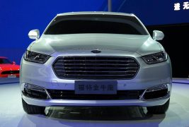 2016-ford-taurus-shows-up-in-shanghai-with-long-wheelbase-premium-features-live-photos_22