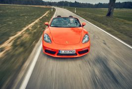 2017-Porsche-718-Boxster-S-with-PDK-front-view-in-motion