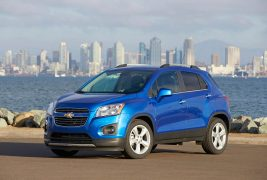 2016-Chevrolet-Trax-front-three-quarters-03