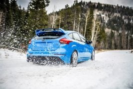 2016-Ford-Focus-RS-Winter-Tire-Package-rear-view  ۷ خودروی اسپرت با سواری لذتبخش و مناسب خانواده! 2016 Ford Focus RS Winter Tire Package rear view 267x180