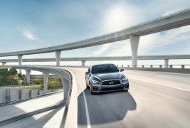 2016-Infiniti-Q50-front-end-in-motion