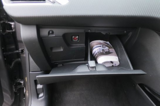 2016-Peugeot-2008-Falsie-Glovebox
