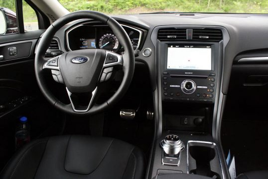2017-ford-fusion-review-36