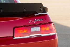 2015-Chevrolet-Camaro-Z28-rear-taillight