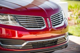2016-Lincoln-MKX-AWD-27-EcoBoost-grille