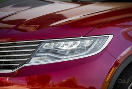 2016-Lincoln-MKX-AWD-27-EcoBoost-headlamp