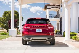 2016-Lincoln-MKX-AWD-27-EcoBoost-rear-end
