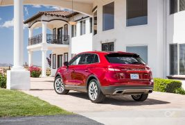 2016-Lincoln-MKX-AWD-27-EcoBoost-rear-three-quarter
