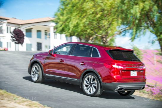 2016-Lincoln-MKX-AWD-27-EcoBoost-rear-three-quarter-in-motion