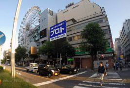 Nissan_Moco-Toyota_Crown_Classic_Taxi-Nissan_Clipper_kei_truck-Japanese-street_scene-2015