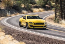 2016-Ford-Mustang-Shelby-GT350R-front-end-in-motion-03